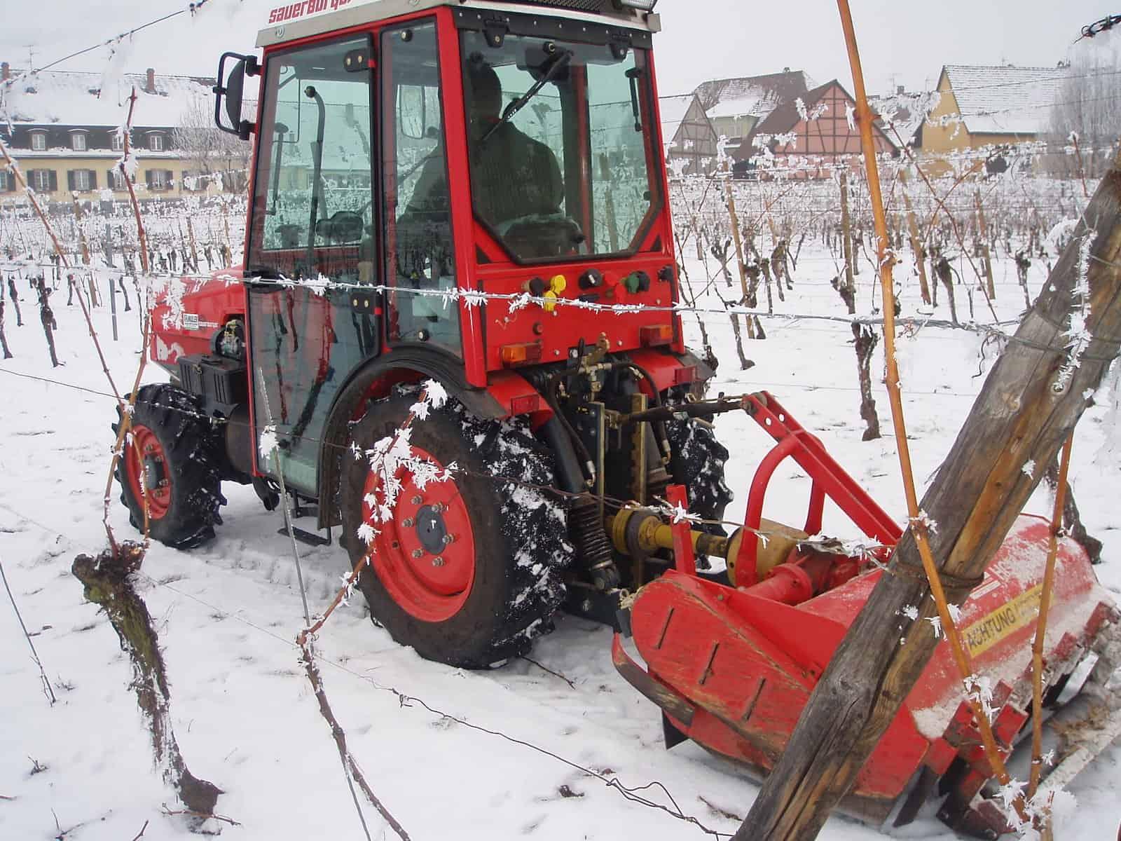 tracteur broyage dans la neige