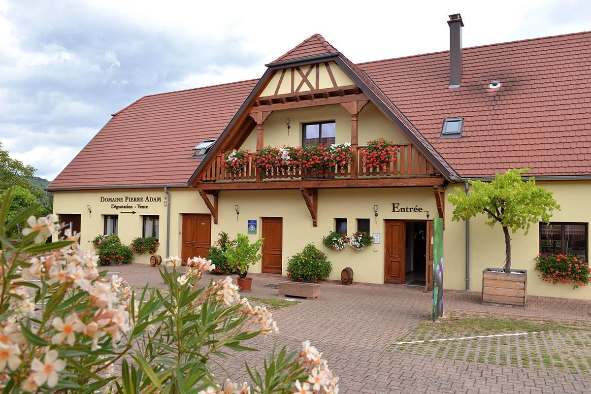 domaine viticole à colombages et fleurs
