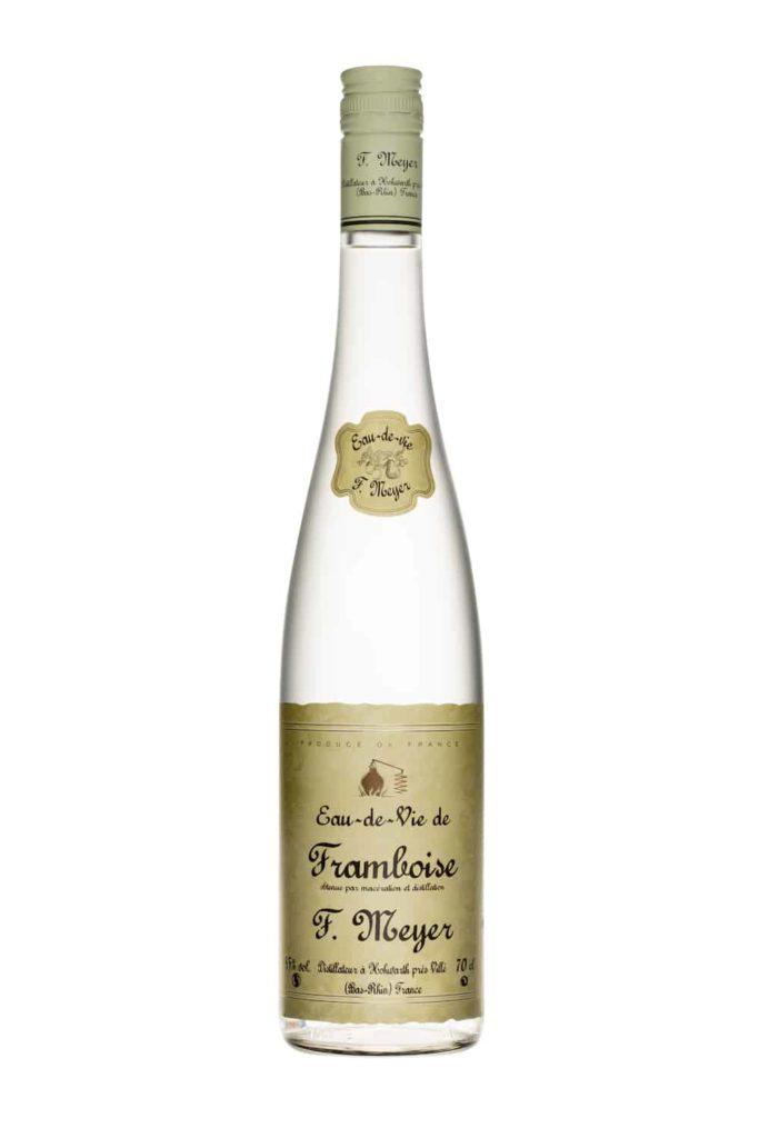 bouteille d'eau de vie de framboise